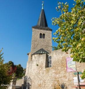 Am Fuße der Klosterkirche ...