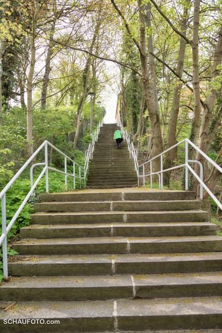 Treppe zum Sportplatz
