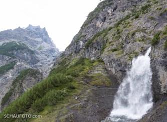 Wie kommt man an diesem Wasserfall vorbei?