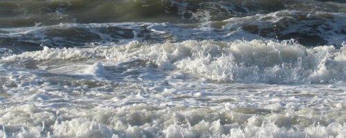 Variations in seafloor create freak ocean waves