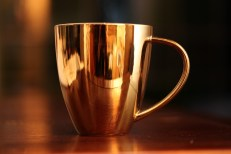 AA5I3943 Goldene Tasse FREISTEHEND
