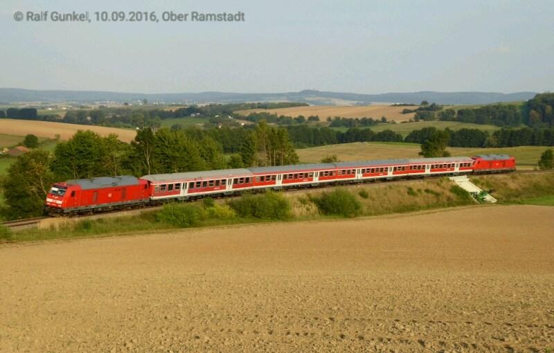 DB Regio Sonderzug und auf Dreifachtraktion verstärkter Vias Regelzug