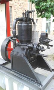 Stehender Einzylinder Zweitakt – Benzinmotor Schifffahrtsmuseum Wörth