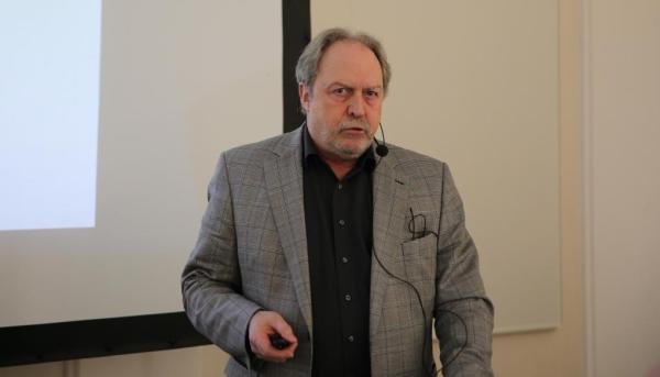 Dipl.-Ing. (FH) Arch. Peter Krämer beim 6. Würzburger Schimmelpilz-Forum