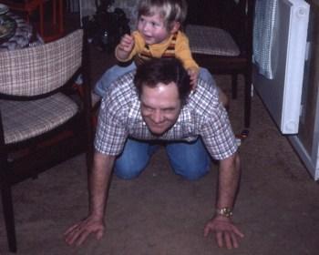 Jesper og morfar - et glædeligt øjeblik