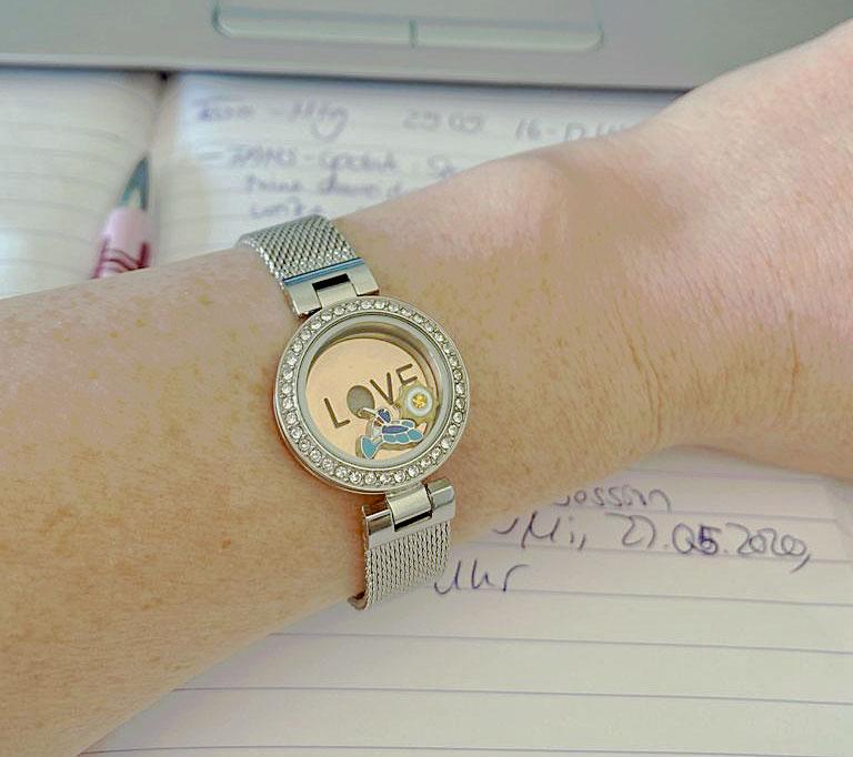 Eine schöne Uhr von PAMIPA, die mit Chams Kollibri und Sonne kombiniert wurde.