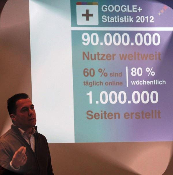 Hannes Schleeh hält Vortrag zu Google Plus