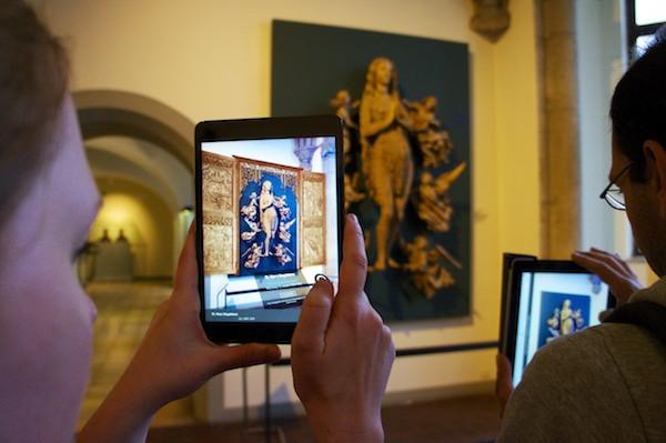Maria Magdalena im Haarkleid mit ursprünglichem Altar