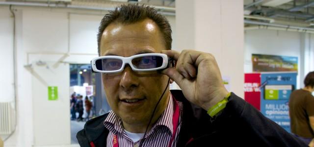 Hannes Schleeh mit der Sony Augmented Reality Brille auf der republica 2014