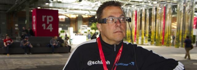 Hannes Schleeh mit einer Epson Moverio BT 200 auf der republica 2014
