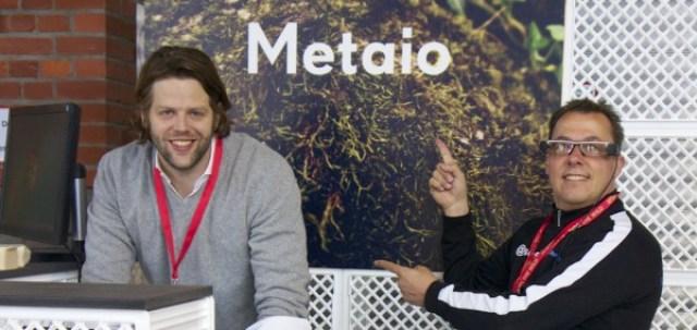 Matthias Greiner und Hannes Schleeh mit Epson Moverio am Metaio Stand auf der republica 2014