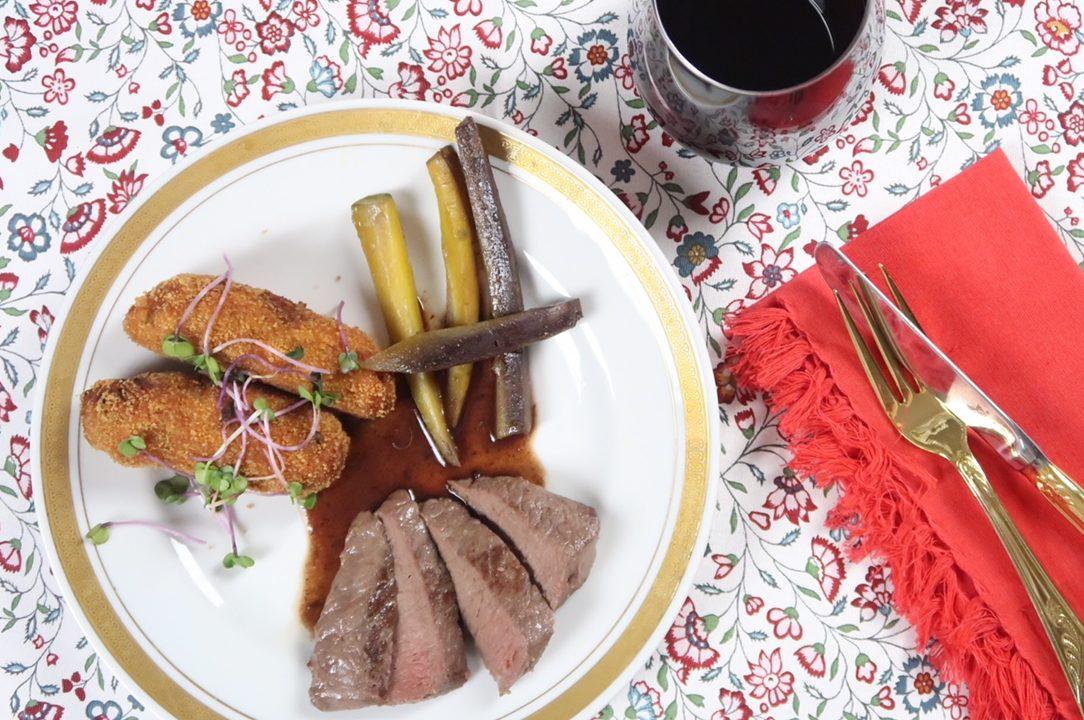Hirschmedaillons mit Kürbis-Kresse-Kroketten und Portweinsößchen