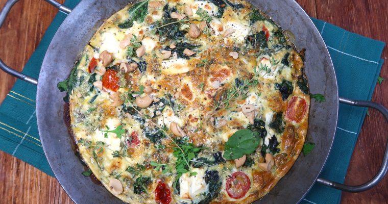 Frittata mit Spinat, Cashews, Feta und Kirschtomaten