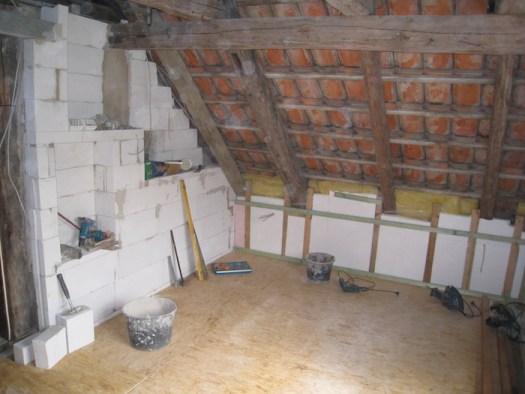 Mit neuem Zwischenboden und nach Abschluss der Mauerarbeiten