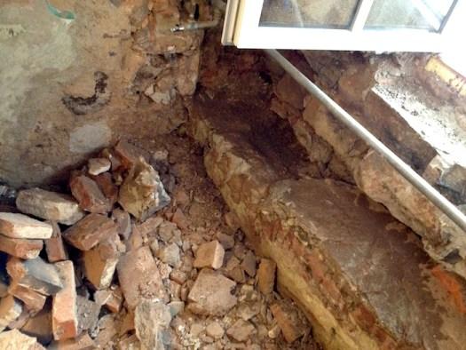 Alptraum Eck, diese massiven Sandsteine waren nicht zu beseitigen, also integrieren...