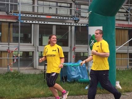 Frau Thaller-Kemm mit Herrn Mueller beim Laufen