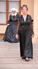 Schwarz ist elegant in allen Zeiten.