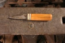 hochmittelalterliches Messer mit Griffplättchen