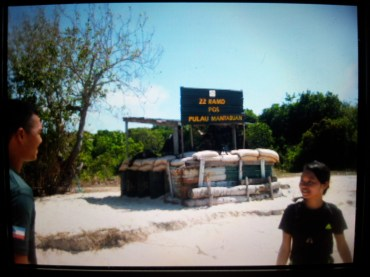 Explore Sabah, Mantabuan Island, Semporna 2014 – Me talking with the military guy