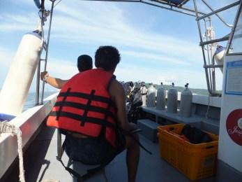 PADI Discover Scuba Diving (DSD) in Tunku Abdul Rahman Park, Sabah in Boat