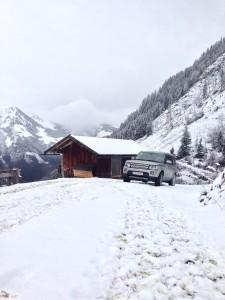 Land Rover Discovery auf der Alm