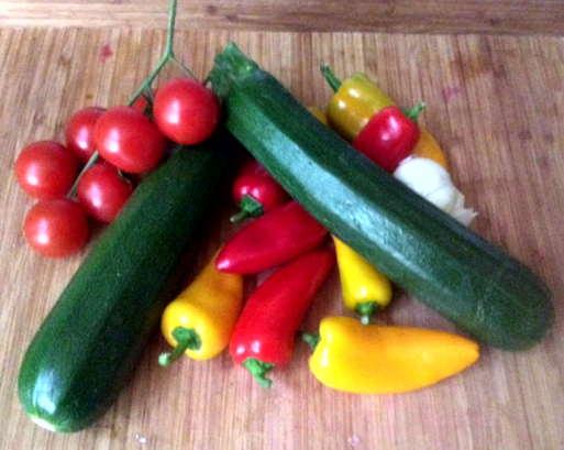 15.2.16 - Zucchinispaghetti,Reisnudeln,Tomatensoße,Bratgemüse (3)