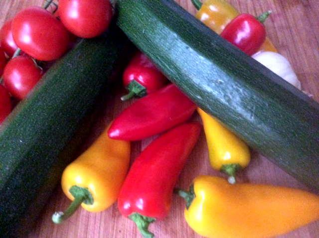 15.2.16 - Zucchinispaghetti,Reisnudeln,Tomatensoße,Bratgemüse (5)