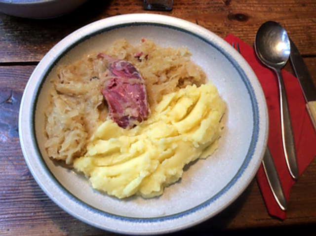 16.2.16 - Sauerkraut,Kartoffelbrei,Schweinshaxe (5)