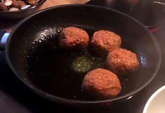 21.2.16 - Frikadellen,Kartoffelpü,Gurkensalat,Brokkoli,Dessert, (10a)