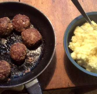21.2.16 - Frikadellen,Kartoffelpü,Gurkensalat,Brokkoli,Dessert, (14)