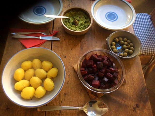 29.3.16 - Rote Bete,Gurkensalat,Kartoffeln,Dip,Desseret (3)
