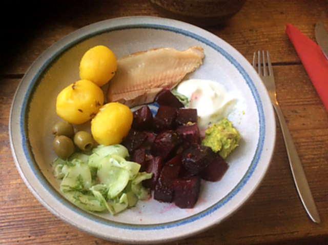 29.3.16 - Rote Bete,Gurkensalat,Kartoffeln,Dip,Desseret (5)
