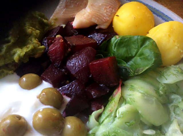 29.3.16 - Rote Bete,Gurkensalat,Kartoffeln,Dip,Desseret (7)