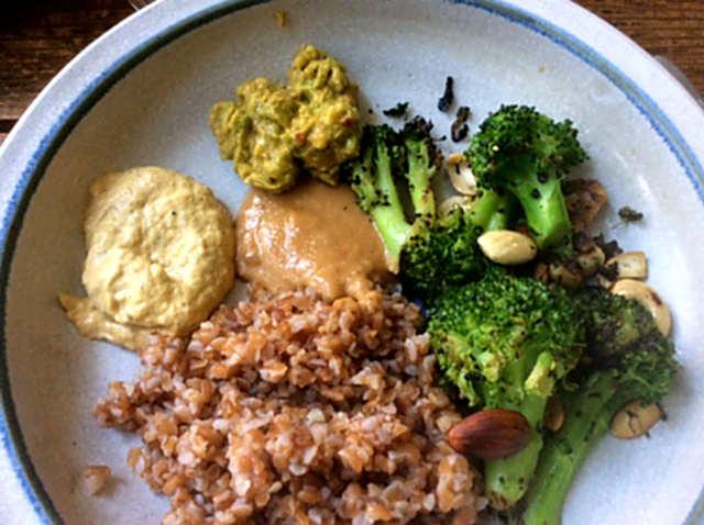 Bulgur,Brokkoli,Erdnußsauce,vegan
