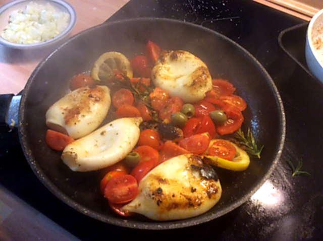 13.4.16 - Tintenfisdch Tuben,Tomaten,Baguette   (13)