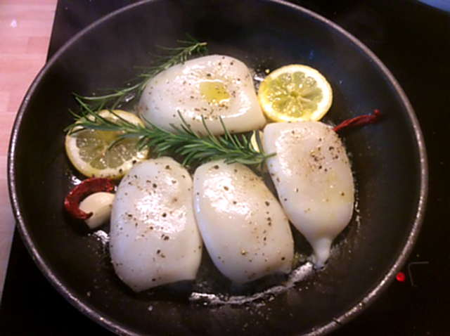 13.4.16 - Tintenfisdch Tuben,Tomaten,Baguette   (3)