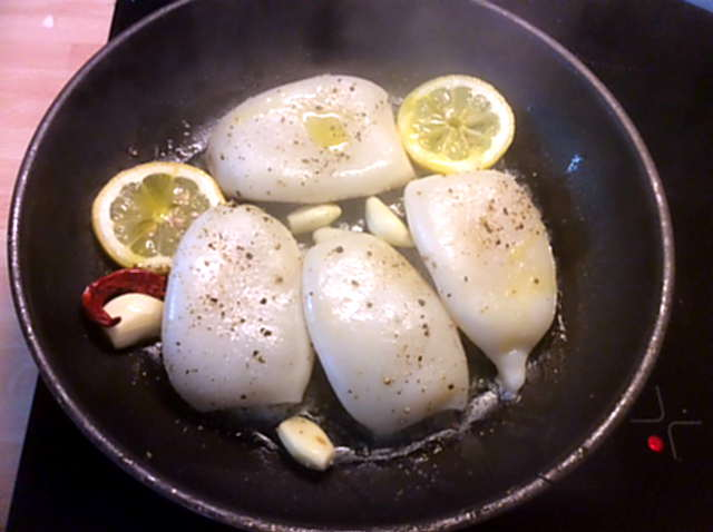 13.4.16 - Tintenfisdch Tuben,Tomaten,Baguette   (7)