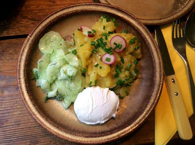 23.4.16 - Kartoffelsalat,pochiertes Ei,Gurkensalat (9)