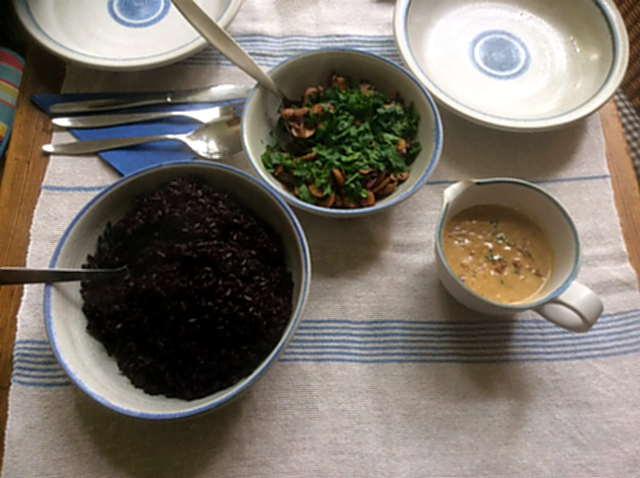27.4.16 - Schwarzer Reis,Sauce,Feldsalat,Dessert (2)