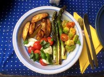 11.6.16 - Grüner Spargel,Ofenkartoffeln,Tomaten,Avocado,vegetarisch (13)