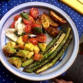 11.6.16 - Grüner Spargel,Ofenkartoffeln,Tomaten,Avocado,vegetarisch (15)