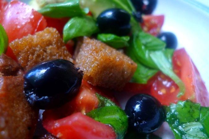 27.6.16 - Panzanella,Brotsalat,Tomatenbrotsalat,vegan (11)