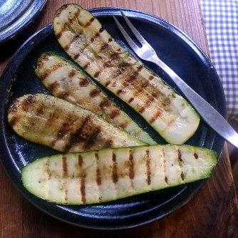 kartoffelgratingebratene-zucchinibaba-ganoushguacamoleolivengebackener-fetavegetarisch-11