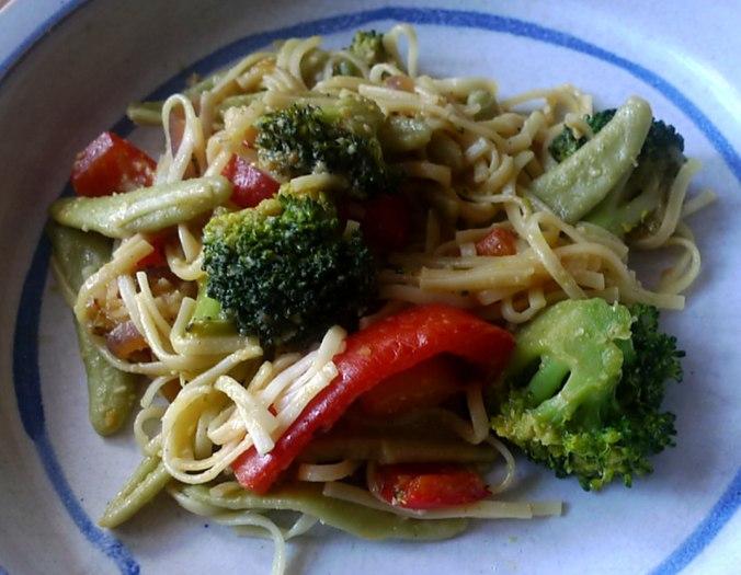 Gemüsepfanne mit Nudeln,asiatisch (1).JPG