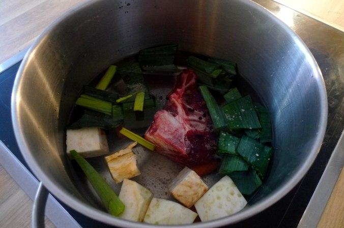 gemusesuppe-mit-nudeln-und-wiener-7