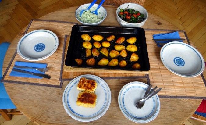 Gebackener Feta,Ofenkartoffel,Pimientos,Gurkensalat,Walleln (13)