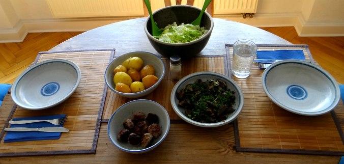 Shitake,Champignon,Hackbällchen,Eisbergsalat (2)