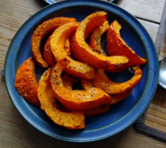 Maniok,Kürbisspalten,Tomaten,Eier,geräucherte Lachsforelle,pescetarisch (12)