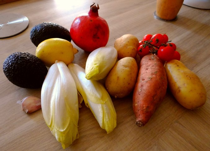 Kartoffelgratin,Avocadosalat,Chicoreesalat mit Granatapfelkernen (5)