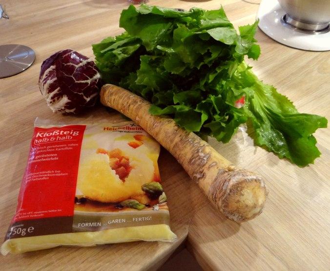Meerrettichsauce Beinscheibe,Klöße,Salat (11)